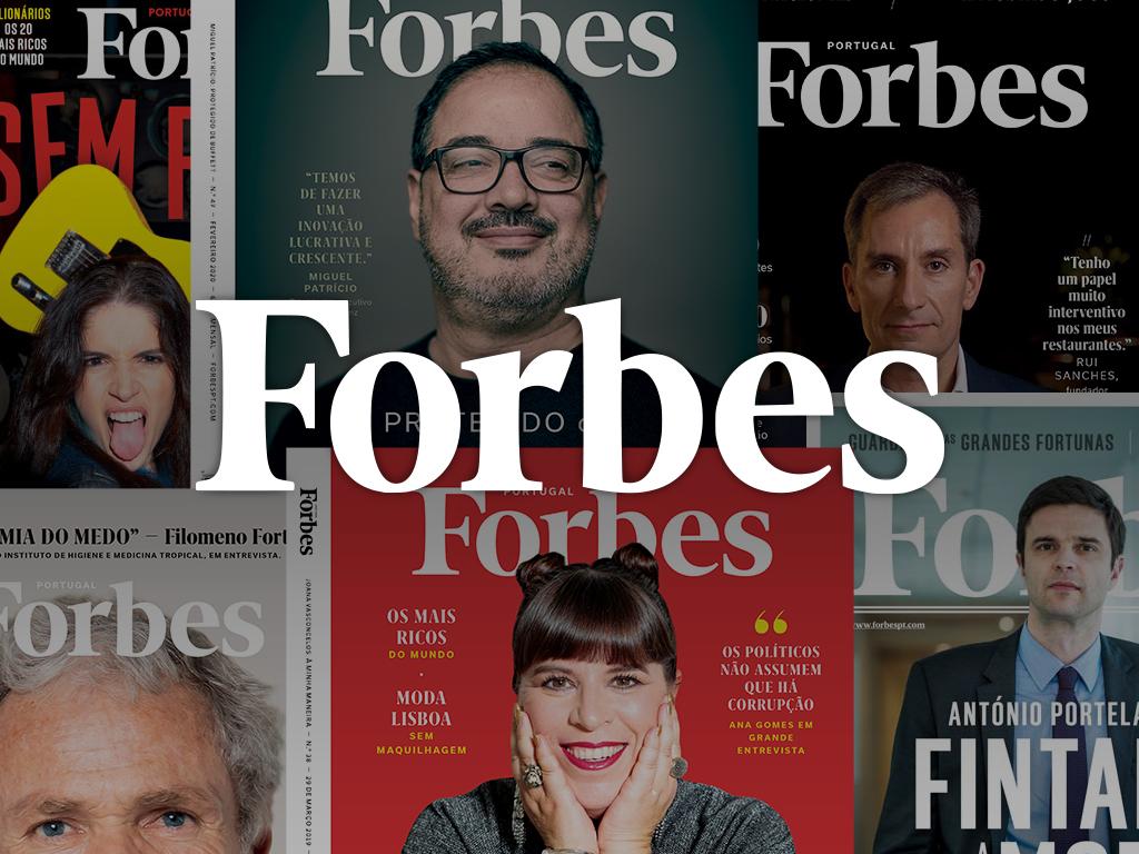 forbes/Logo Forbes sobre fundo com revistas